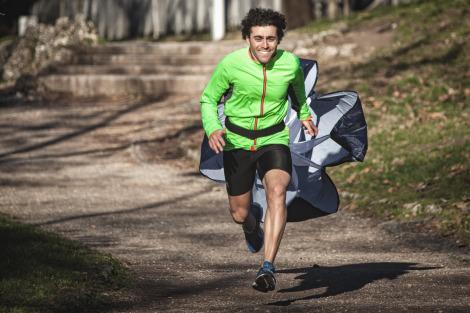 Corsa in progressione con paracadute di resistenza